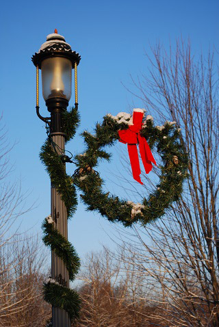 A lantern and wreath