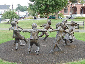 A statue of kids playing